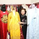 韓国伝統民俗衣装と康代表